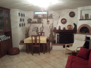 Villetta Costa - appartamento 45 mq. seminterrato - Sarzana vacation rentals