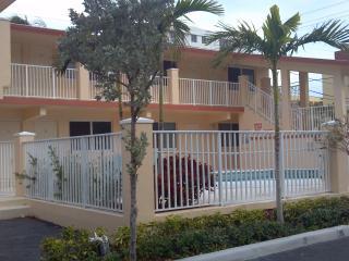 Luxury Studio across fr Beautiful White Sand Beach - Hillsboro Beach vacation rentals