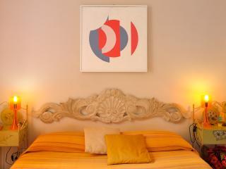 luminosa colorata camera doppia - La Spezia vacation rentals