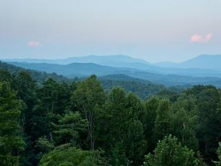 Luxury Lodge - Ellijay GA - Ellijay vacation rentals