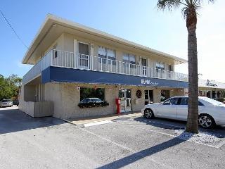 Second floor apartment in the heart of Sanibel - Sanibel Island vacation rentals