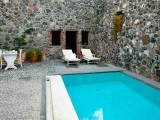 Stone House - Tiny treasure for two in Santorini - Santorini vacation rentals