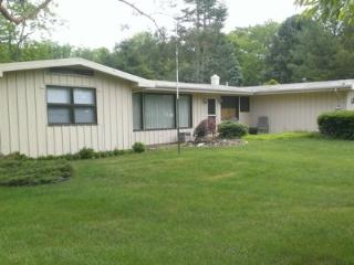 550 North Shore Dr - Ponderosa - Weekly stays begin on Fridays - South Haven vacation rentals