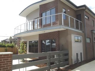 Rippleside beach townhouse - Geelong vacation rentals