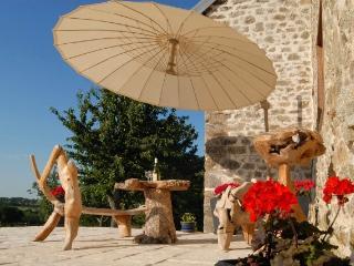 Grange Noyer Farmhouse - Chambon-sur-Voueize vacation rentals