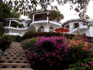 Gorgeous Moorish-style villa by the sea! - La Peaita de Jaltemba vacation rentals