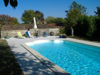 Les Iris - Loulay vacation rentals