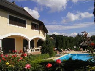 Appartamento in Villa Rosita, Revfulop - Balatonfured vacation rentals