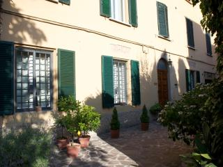 Flat in Bologna with green courtyard. - Bologna vacation rentals