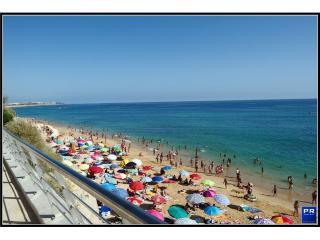 Super Large Studio 3 min to the beach 1A - Armação de Pêra vacation rentals