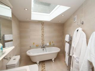 5 STAR GOLD BYFORD LODGE - Louth vacation rentals