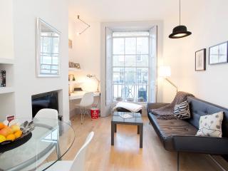 Cosy apartment near Baker St - London vacation rentals