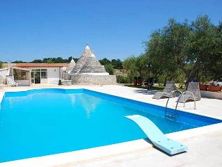Trullo Regio with pool - Castellana Grotte vacation rentals