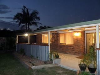 Ginger Cottage. Self contained, near surf beach. - Nambucca Heads vacation rentals