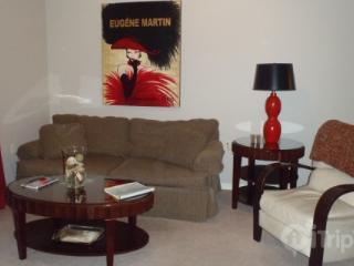 Foxpointe 2 King Bedroom, Top-Floor Condo Near Payne Stewart Golf Course and RecPlex. - Missouri vacation rentals