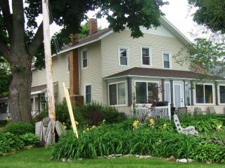An Old Lake House on Lake Erie @ Mitiwanga Park OH - Vermilion vacation rentals