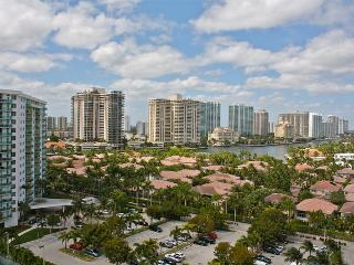 O. Reserve 2BR + DEN 2BA, Just steps away from the Ocean! - Miami Beach vacation rentals