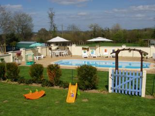 Thistledew  with pool - Indre vacation rentals
