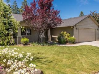 Rock Bluff Beauty, Gorgeous Home, Old Mill District, Walk to River Trails, Pet Friendly - Redmond vacation rentals