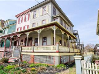 Central to Beach and Town 101007 - Image 1 - Cape May - rentals