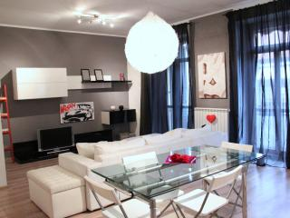 YH Apartment - Stylish Chic - Turin vacation rentals