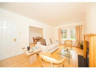 Barnton - Cramond Apartment Near beach, golf, city - Edinburgh vacation rentals