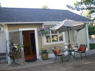 439 Lori Lane Cottage - Southern Oregon vacation rentals