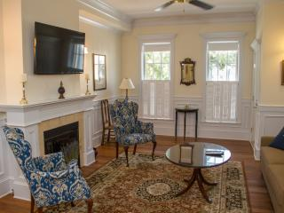 JASMINE QUARTERS ON WASHINGTON SQUARE - UNIT A - Savannah vacation rentals