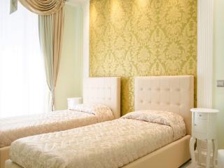 Peruzzi double bedroom at Impero Vaticano B&B - Rome vacation rentals