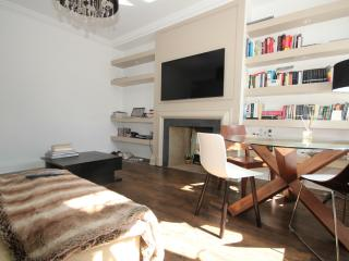 Spacious 2 bedrooms flat in Chelsea/South Kensington - London vacation rentals