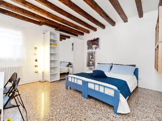 Sweet Home: Bright, Comfortable, Canal View!! - Venice vacation rentals