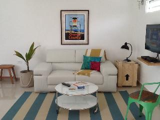 Cozy studio steps to the beach in Ocean Park, great value! - San Juan vacation rentals