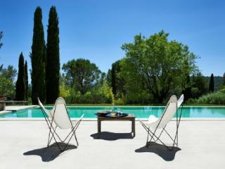 French Country House Vacation Rental with a Pool in Gordes - Oppede vacation rentals
