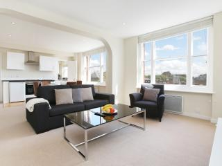 48. 2 BR2BA WITH OPEN VIEWS ON PRESTIGIOUS MAYFAIR - London vacation rentals