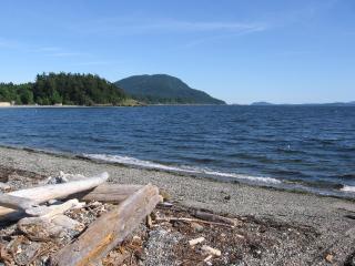 Fisherman's Bay - Private Beach, 4BR, Pet Friendly - Lummi Island vacation rentals
