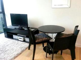 Central, bright Studio Apt in the heart of Sydney - Sydney vacation rentals