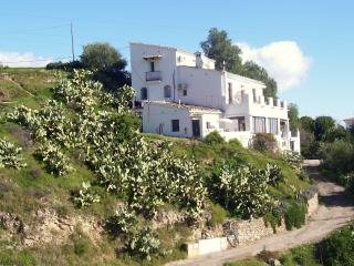 HUGE VILLA IN PRIME LOCATION.  POOL & SEA VIEWS - Carboneras vacation rentals