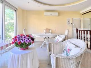 Luxurious bright n' cosy apartment in Greece - Attica vacation rentals