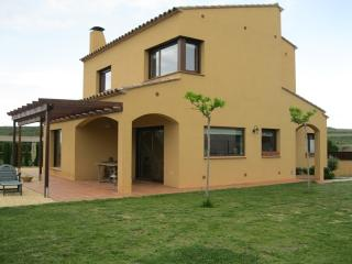 Can Rajaret, house up to 7 with garden - Province of Girona vacation rentals