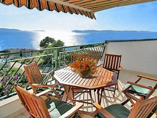 Villa Seaview-Apartment Orange - Okrug Gornji vacation rentals