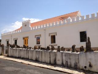 Castro Beach House - Suíte 4 - Praia das Macas vacation rentals