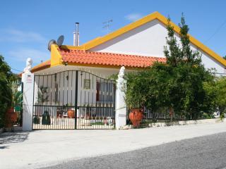 Pouso da Abelha With Pool - Azambuja vacation rentals