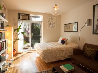 Vintage Studio in Chelsea near the Highline - New York City vacation rentals