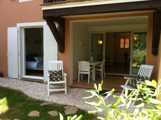 apartment in a holiday village, wave pool, and spa - Saint-Maxime vacation rentals