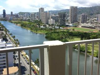 Waikiki Hub, 1 Bdrm, Laundry in unit, w/Parking - Honolulu vacation rentals