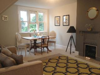Self catering  Reigate. 2 dble bedroom Apartment - Reigate vacation rentals