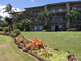Closest to the beach, ground floor. Lae nani 514 - Kapaa vacation rentals