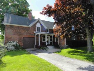 Farmhouse in West Lake 5 mins Sandbanks sleeps 16 - Prince Edward County vacation rentals