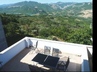 Abruzzo holiday home lake view - Bomba vacation rentals