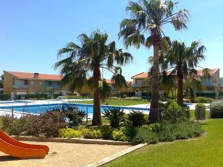 Casalot Park: Townhouse close to the beach - Miami Platja vacation rentals